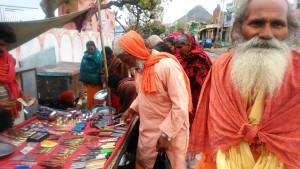 Pushkar, mercatino all'ingresso di un meeting nazionale indù.