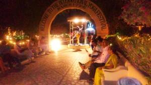 Rishikesh, sera nel cortile interno del Parmarth Niketan Ashram.