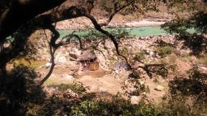 Rishikesh, tipologie aqbitative lungo il Gange.