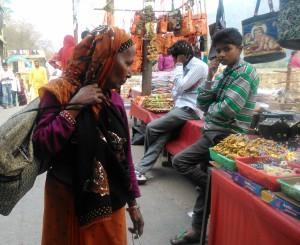 Rishikesh town. Bancarelle.