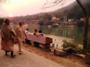 Rishikesh, tramonto sul Gange a Swarg Ashram.