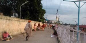 Rishikesh, villaggio di Swarg Ahshram, verso sera.