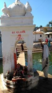 Amarkantark, 6 febbraio 2016. Omaggio al tempietto alla sorgente del Narmada.