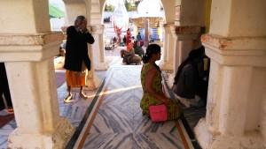 Chhattisgarh, Amarkantak, 5 febbraio 2016. Pellegrini al tempio.