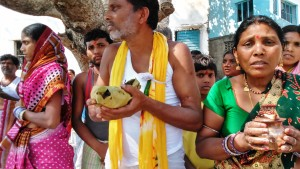 Chitrakoot, 12 febbraio 2016. Puja di pellegrini di Jagdalpur, Chhattisgah.