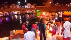 Chitrakoot, Raghavghat, 13 febbraio 2016. Cerimonia serale.