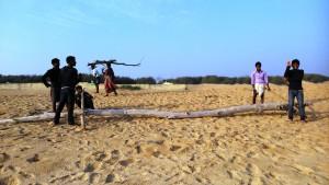 Copia (2) di Puri, 7 gennaio 2015. Attività sulla spiaggia del Villaggio dei pescatori.