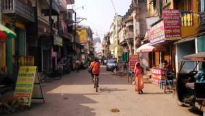 Copia di Orissa, Puri. Temple Road. Sullo sfondo il Jagannath Temple, XII secolo.