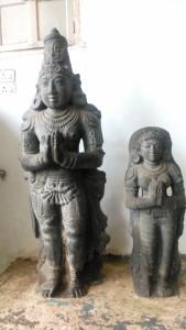 Copia di Tamil Nadu, Tanjore, Museo archeologico del Royal Palace. Sculture in pietra del Rajaraja II e di sua moglie 1135-1165.