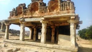 Karnataka, Hampi. Tempietto per puja nella zona del Vitthala Temple.