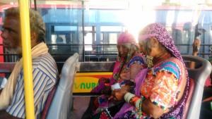 Karnataka. Sull'autobus tra Hospet e Hampi.