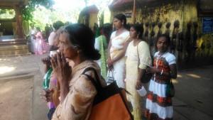 Kerala meridionale, Varkala.Preghiera al Janardhana Temple, sulla Beach Road.