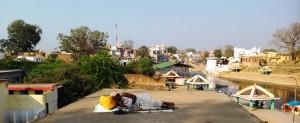 Madhia Pradesh, Chitrakoot, 10 febbraio 2016. La siesta sul tetto a terrazza.