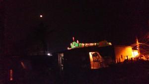 Orissa, Puri, 25 dicembre 2015. Uno scorcio notturno del villaggio dei pescatori con la chiesa Battista sullo sfondo.