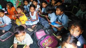 Orissa, Puri, Fisher Village, 8 gennaio 2016. Pomeriggio in una classe di bambini piccoli.