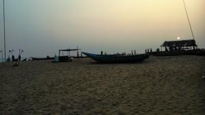 Orissa, Puri. Tramonto sulla spiaggia.