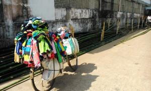 Puri, 1 febbraio 2016. Negozio su bicicletta.