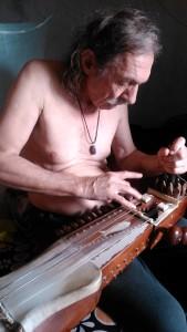 Puri, 8 gennaio 2016. Il musicista Bernardo Rozbroj.