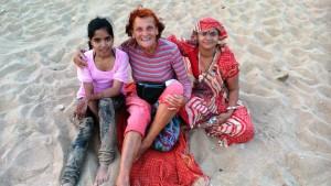 Puri, Subham Beach. Insieme a dei turisti di Anmadabad, Gujarat, arrivati qui per 2 giorni.