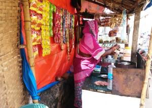 Puri, interni della C.T. Road. Una tea-stall.