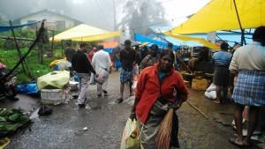 Tamil Nadu, Kodaikanal. Mercato sotto la pioggia.