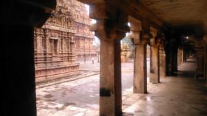 Tamil Nadu, Tanjore.Il porticato del Brihadishwara Temple, sec. XI.