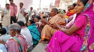 Varanasi, 1 aprile 2016. Pellegrinaggio in preghiera all'ombra del Rajendaprasad Ghat