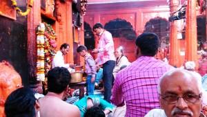 Varanasi, 1 marzo 2016. Rituali al Kaal Bhairav Temple.