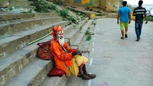 Varanasi, 18 marzo 2016, tardo pomeriggio. Passeggiando lungo i ghat.