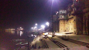 Varanasi, 18 marzo 2016. Notte sui ghat.