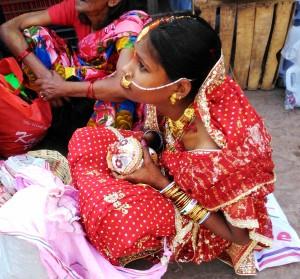 Varanasi, 19 febbraio 2016. Il riposo della sposa.