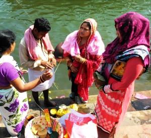 Varanasi 19 febbraio 2016. Puja sul Gange.