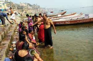 Varanasi, 21 febbraio 2016. Puja per le donne.