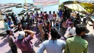 Varanasi, 22 marzo 2016. Musica e danze sui ghat per l'Holi Festival.