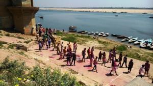 Varanasi, 23 marzo 2016. Holi Festival sui ghat.