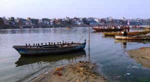Varanasi 27 febbraio 2016. L'ora del tramonto dal di là del fiume.