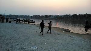 Varanasi, 27 febbraio 2016. Ultimo raggio di sole.