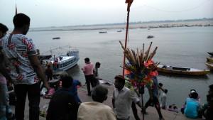 Varanasi, 27 marzo 2016. Nei pressi del Dasaswamedh Ghat, la domenica di Pasqua.
