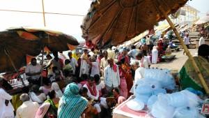 Varanasi, 28 marzo 2016. Mattina al Dasashwamedh Ghat.