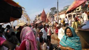 Varanasi, 28 marzo 2016. Pellegrinaggi al Main Ghat.