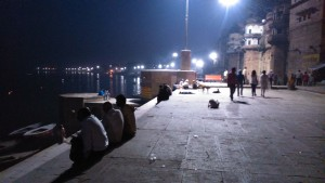 Varanasi, 3 marzo 2016. Sera lungo i ghat.