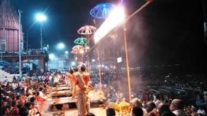 Varanasi 3 marzo 2016. Spettacolo.