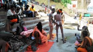 Varanasi, 31 marzo 2016, Varanasi, Rajendaprasad Ghat. Cerimonia conclusiva di proclamazione di un sadhu spagnolo.
