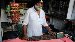 Varanasi, 31 marzo 2016. Un sarto di Godonia.