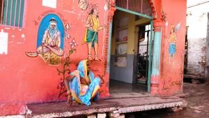 Varanasi, 4 aprile 2016. Ingresso al Nikailad Temple, un tempio induista accanto al Jain Temple.