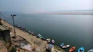 Varanasi, 4 aprile 2016. Panorama sul Gange dal Nikailad Temple, Assi Ghat.