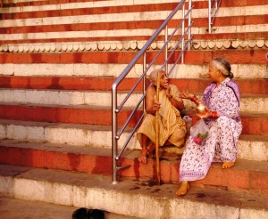 Varanasi, 4 aprile 2016. Sulla scalinata del Kedar Ghat.