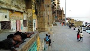 Varanasi, Chausatti Ghat, 19 marzo 2016. Tardo pomeriggio sui ghat.