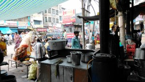 Varanasi, Main Road, 12 marzo 2016. Da un ristorantino
