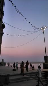 Varanasi, Rana Ghat, 10 marzo 2016. Poco dopo il tramonto.